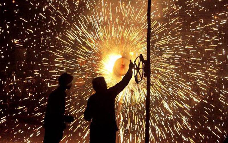 Diwali - Safety Measures While Bursting Crackers