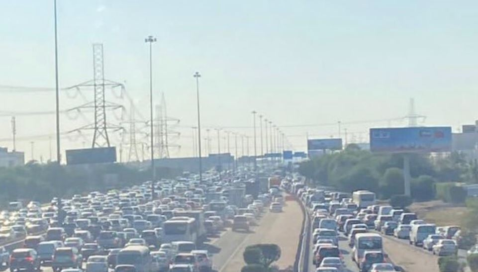 Traffic jam across Kuwait ahead of 5 pm curfew