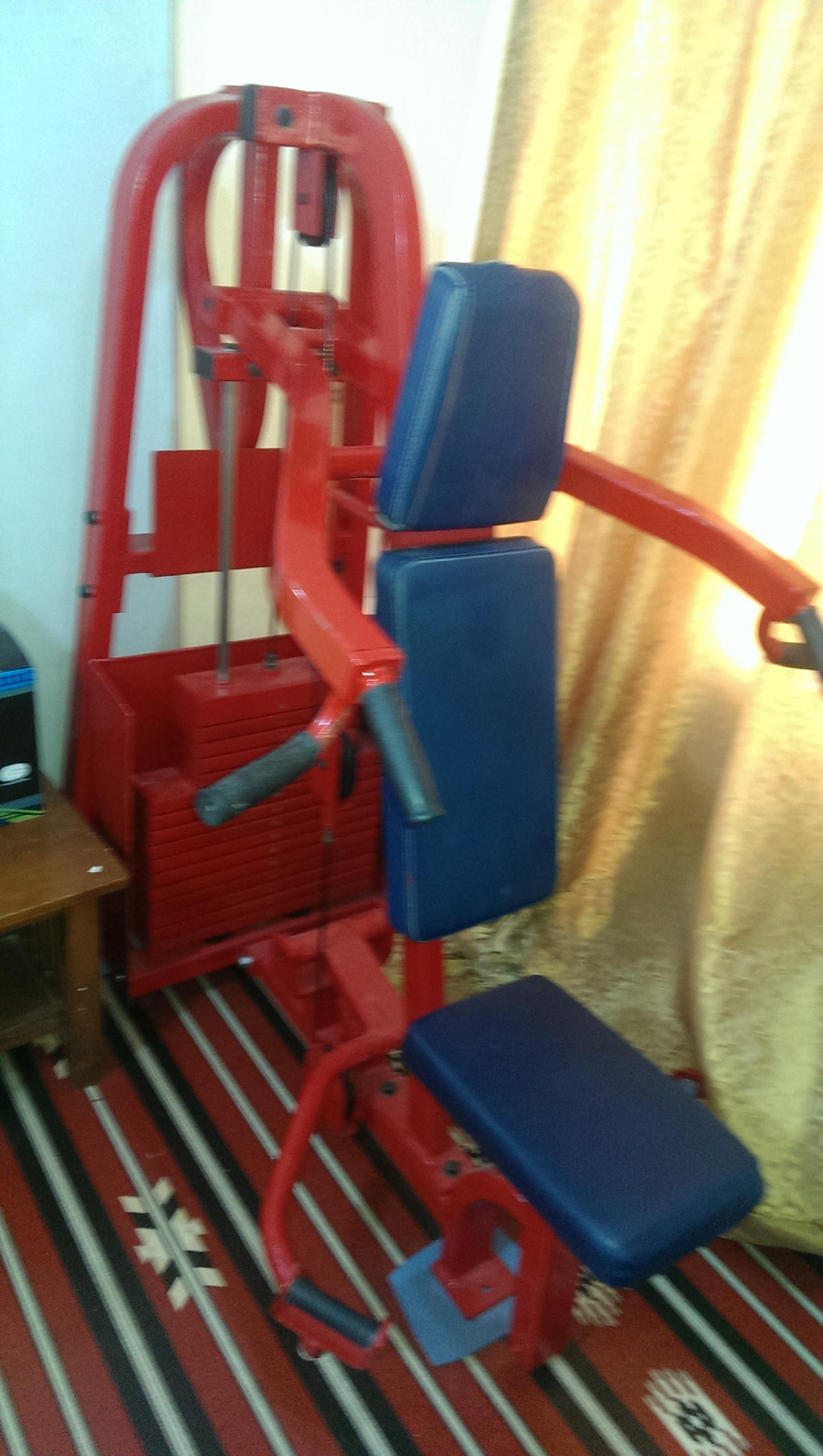 Shoulder press exercise machine