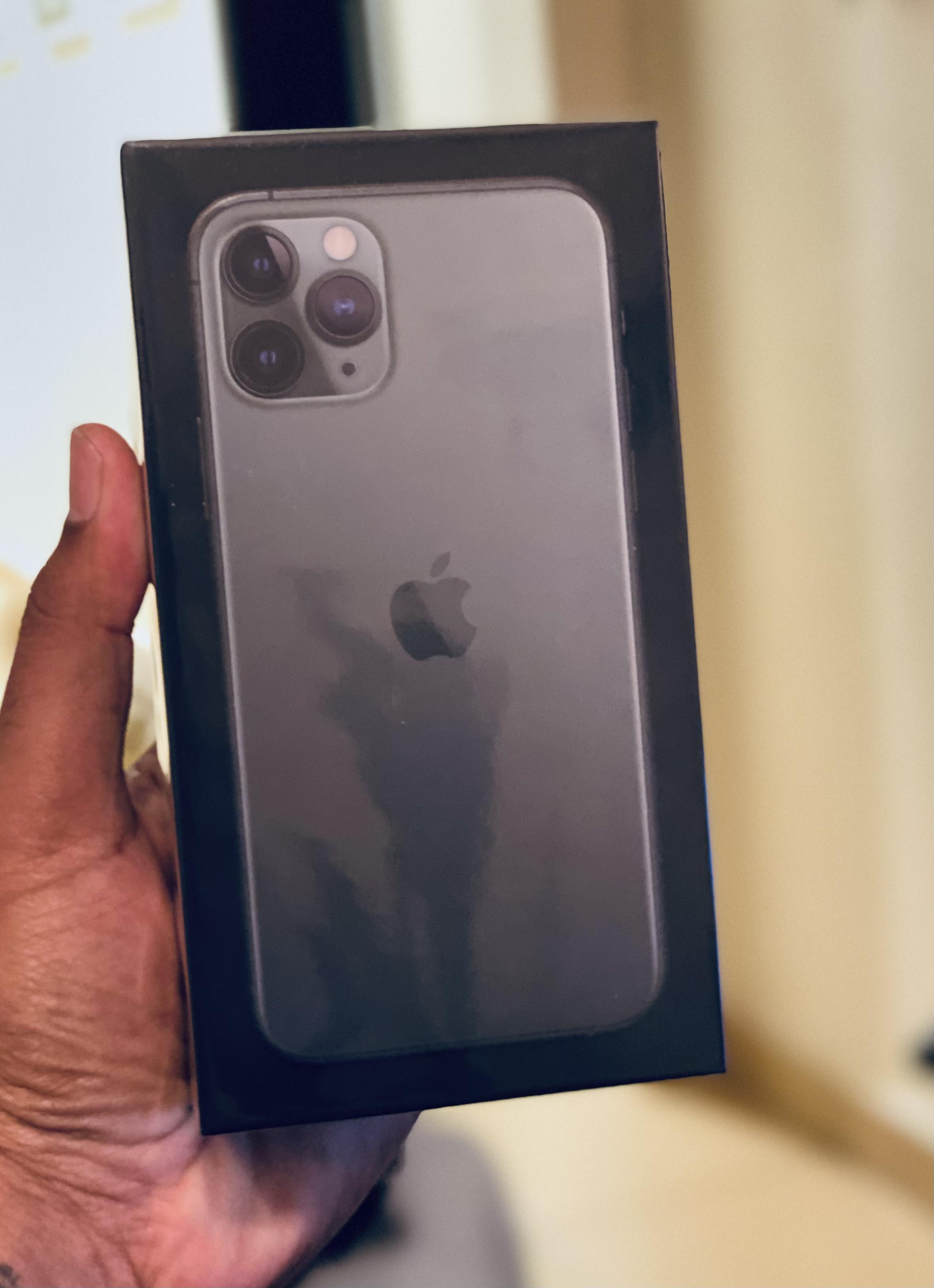 Iphone 11 pro -256 GB ( Midnight Green ) 9 months under waranty- Urgent sale