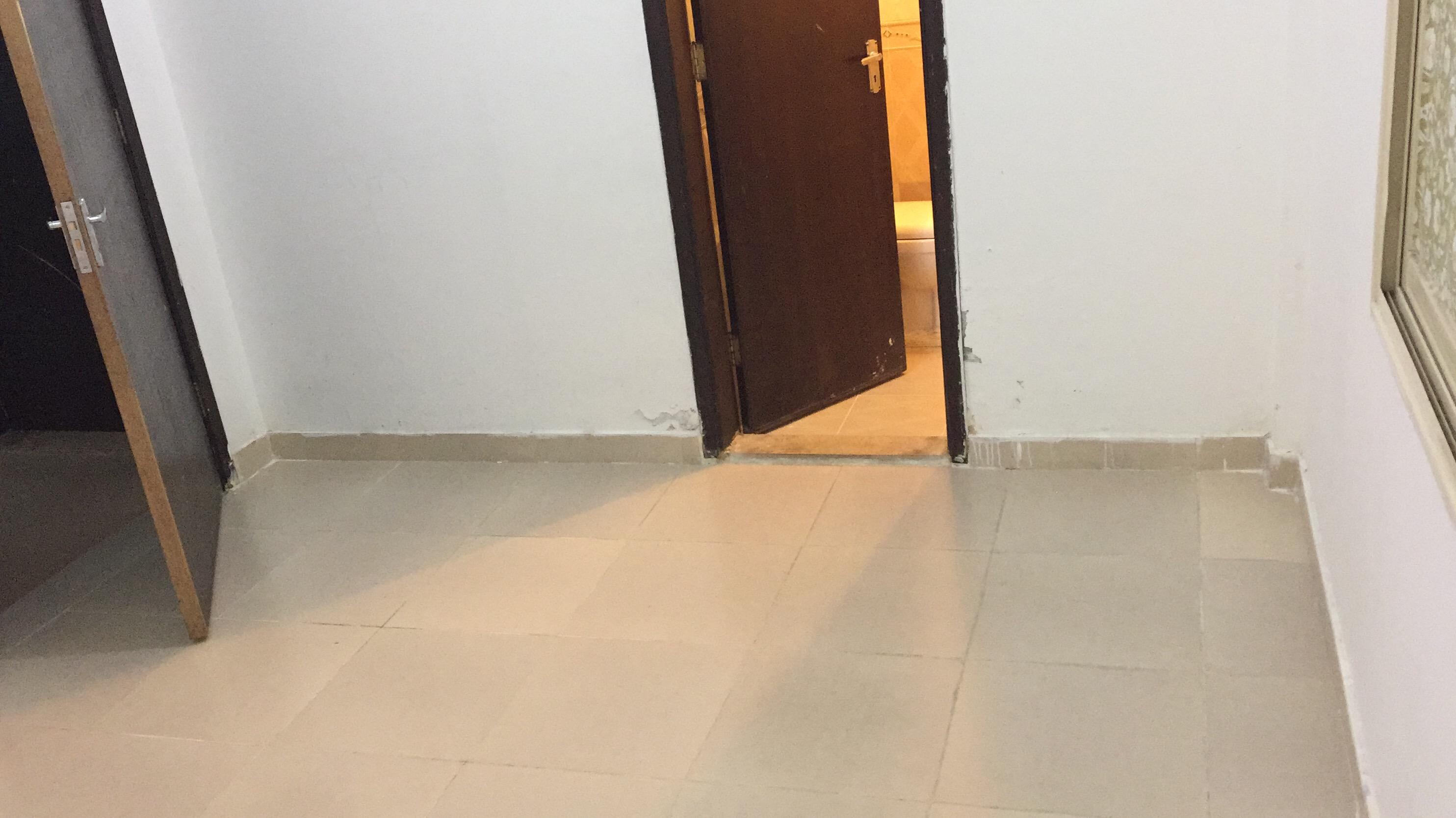Big room with attached bathroom available now Farwaniya block 01