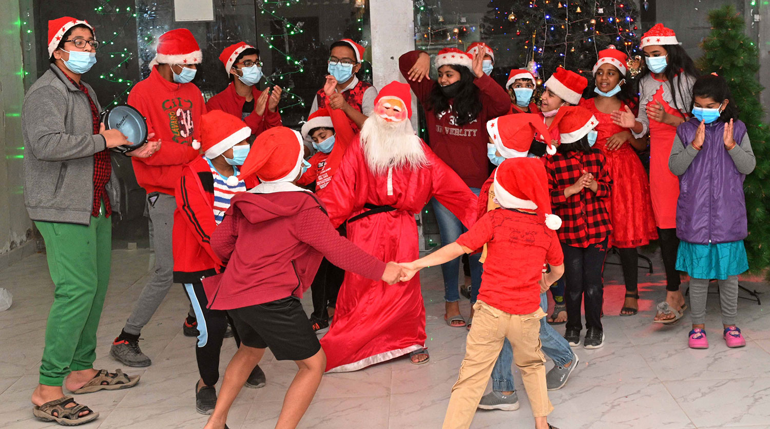 Christmas Joy Complete Cast 2021 Indiansinkuwait Com When The Pandemic Cast A Shadow On The Celebration Kids Share The Joy With Mask Covered Face Hoping That The Year 2021 Will Bring Back All The Lost Joys Of