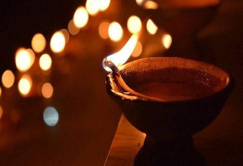 Exchanging Gifts during Diwali