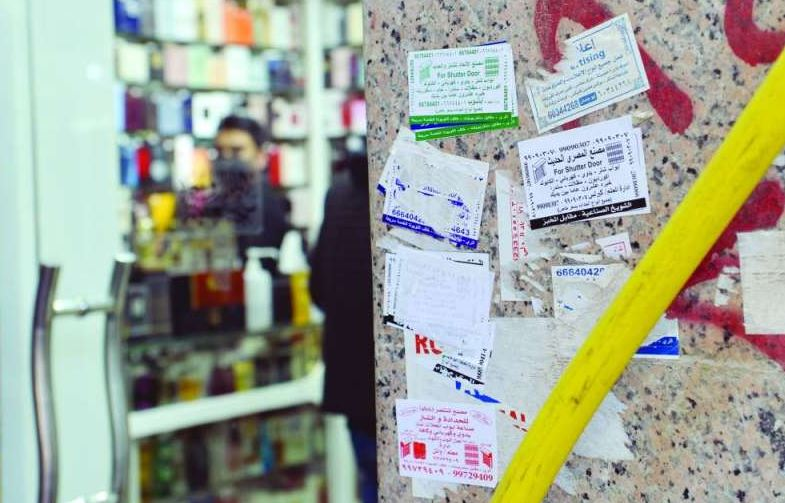 Up to 1000 KD fine for illegal stickers in Mubarakiya market