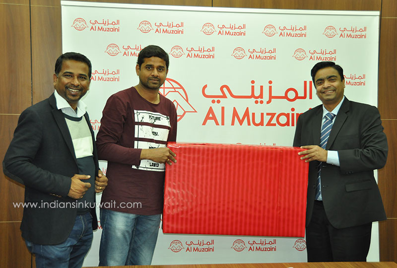 IIK Republic Day Quiz Winners received prizes from Al Muzaini Exchange