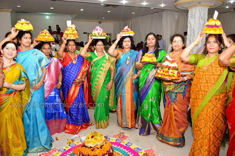 Telangana Chaitanya Sravanthi  celebrated  iconic Bathukamma Festival in Kuwait