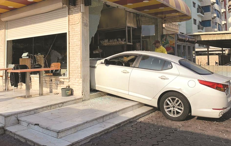 Two cars broke into a restaurant and a photocopier shop in Salmiya